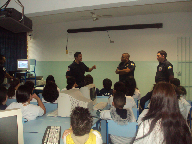 """Em Barueri, programa transforma alunos em """"agentes"""" de prevenção contra drogas"""