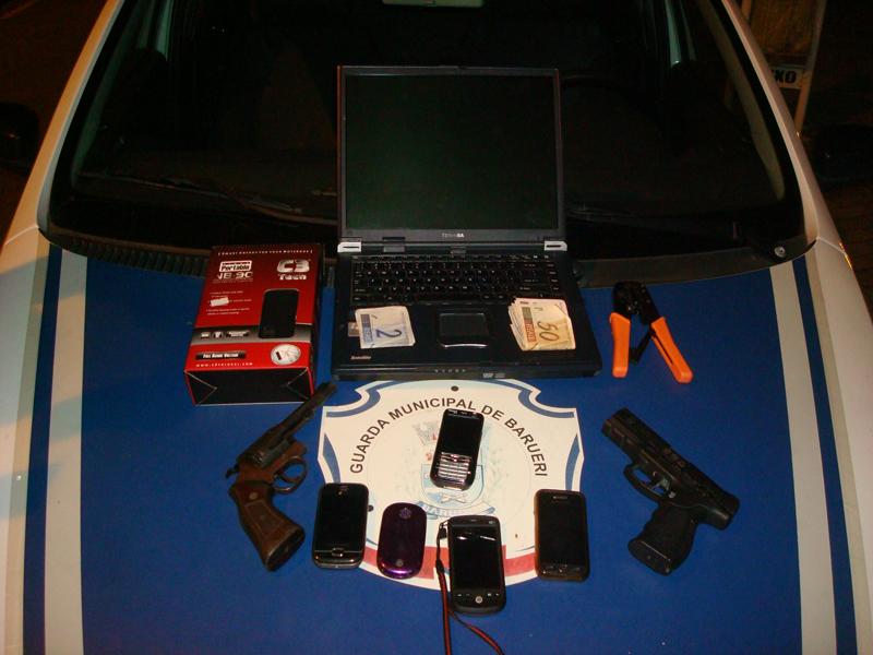 Guarda de Barueri detém assaltantes e recupera carro, arma e materiais roubados